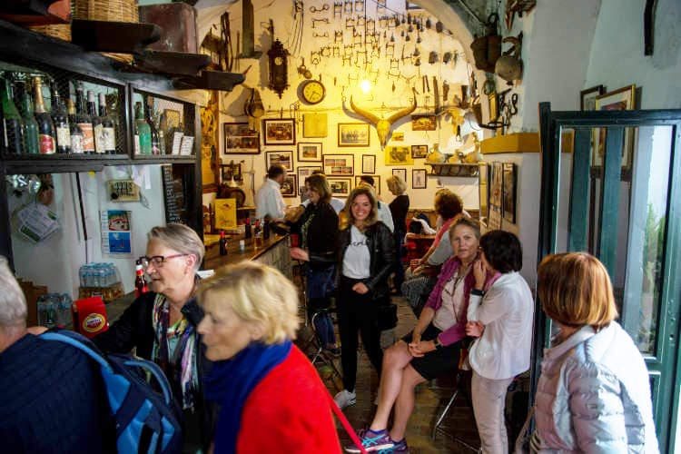 https://spaanslerentilburg.nl/wp-content/uploads/2018/11/Authentiek-Spaans-Cafe-in-Sanlucar-de-Barrameda-1.jpg