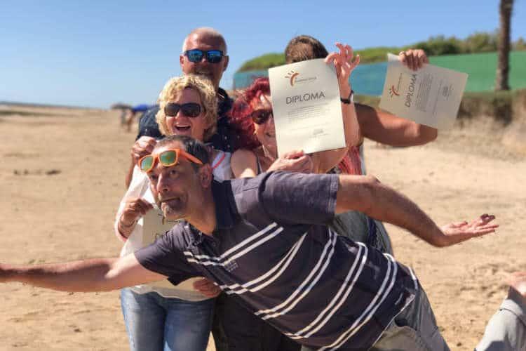 https://spaanslerentilburg.nl/wp-content/uploads/2018/12/Sergio-heeft-net-de-Diplomas-uitgereikt-op-het-strand-2.jpg